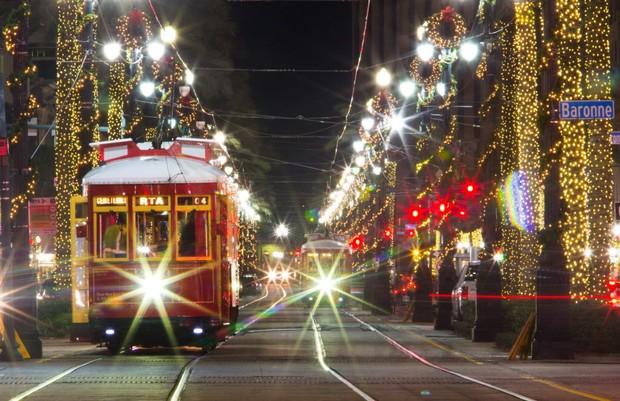 canal-st-lights-up-with-christmas-spirit-902d59c3ebd9e0a8.jpg