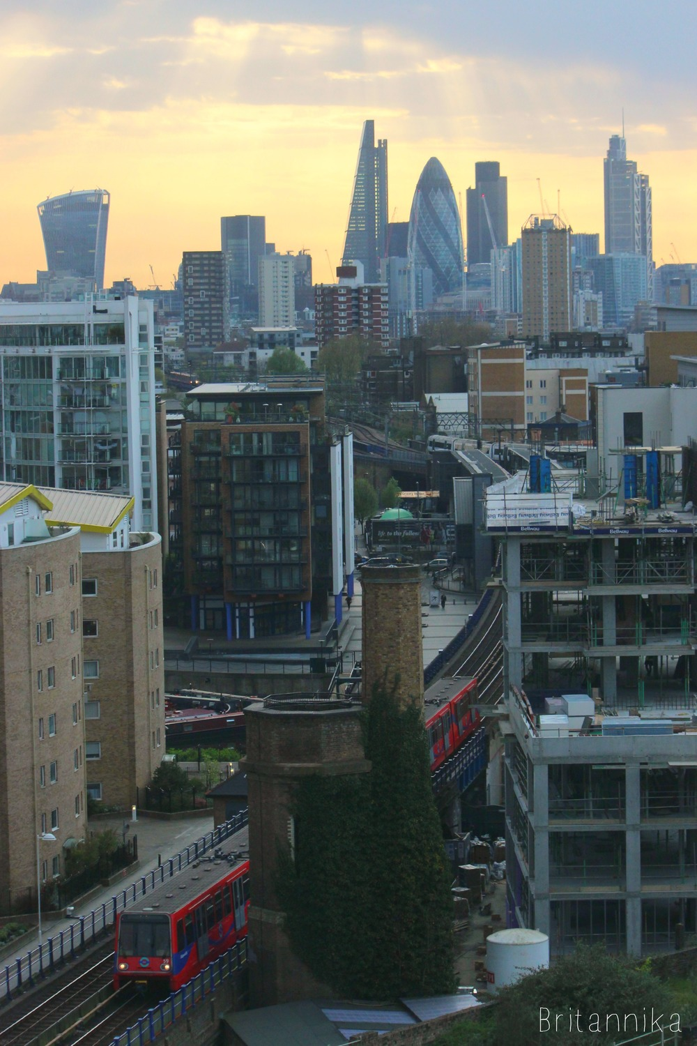 london skyline dlr train