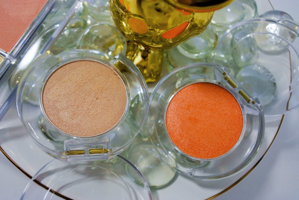 Single Eye Shadow in Intro Beige #02 & Mandarin Garden #06