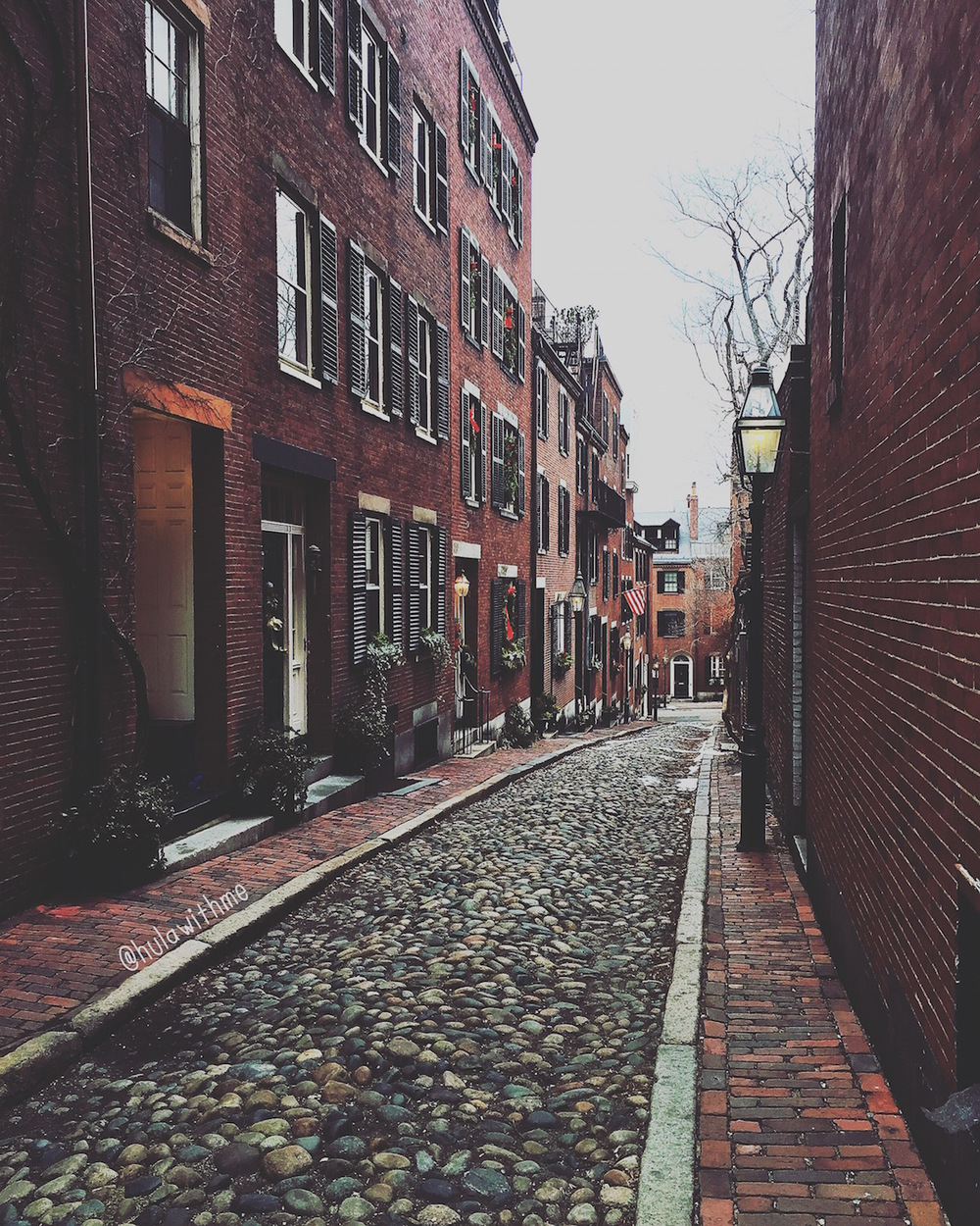 Boston Charm: Acorn Street, the most photographed street in the historical Beacon Hill neighborhood.