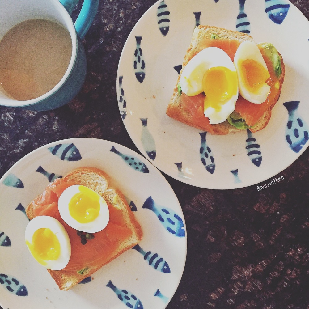 Healthy Snack - Toast with avocado, smoked salmon, pouched eggs