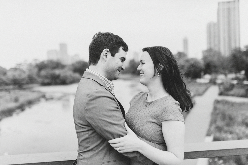 Lincoln_Park_Engagement_Photography-015.jpg