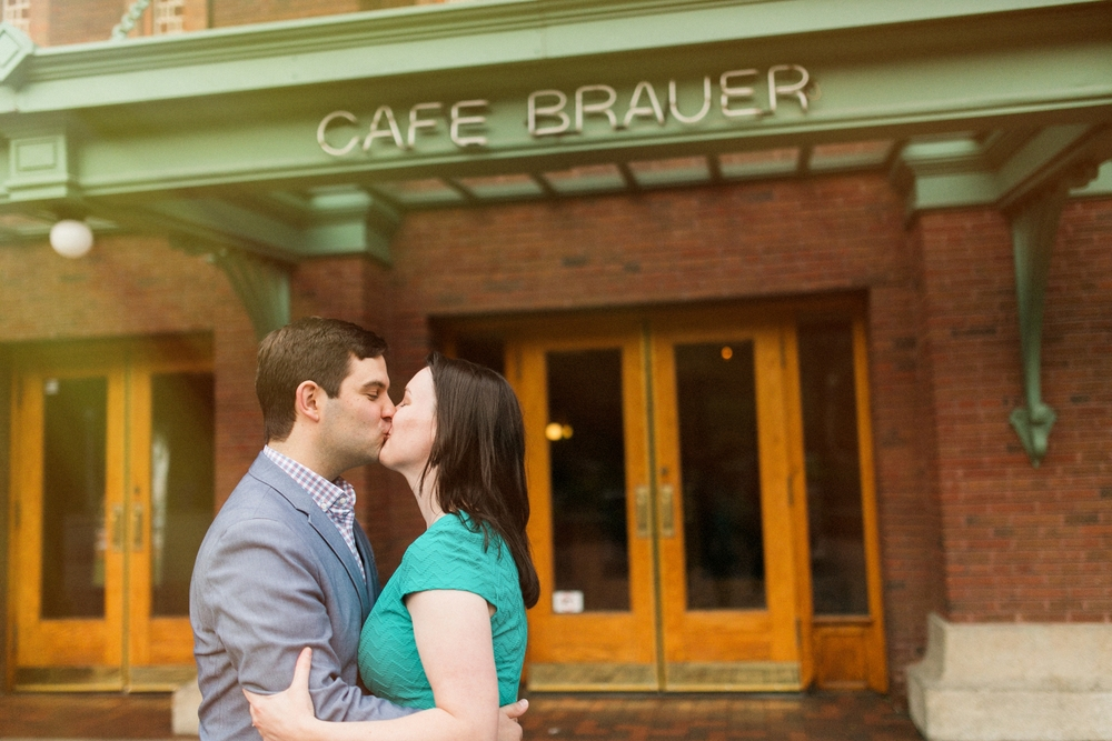 Lincoln_Park_Engagement_Photography-003.jpg