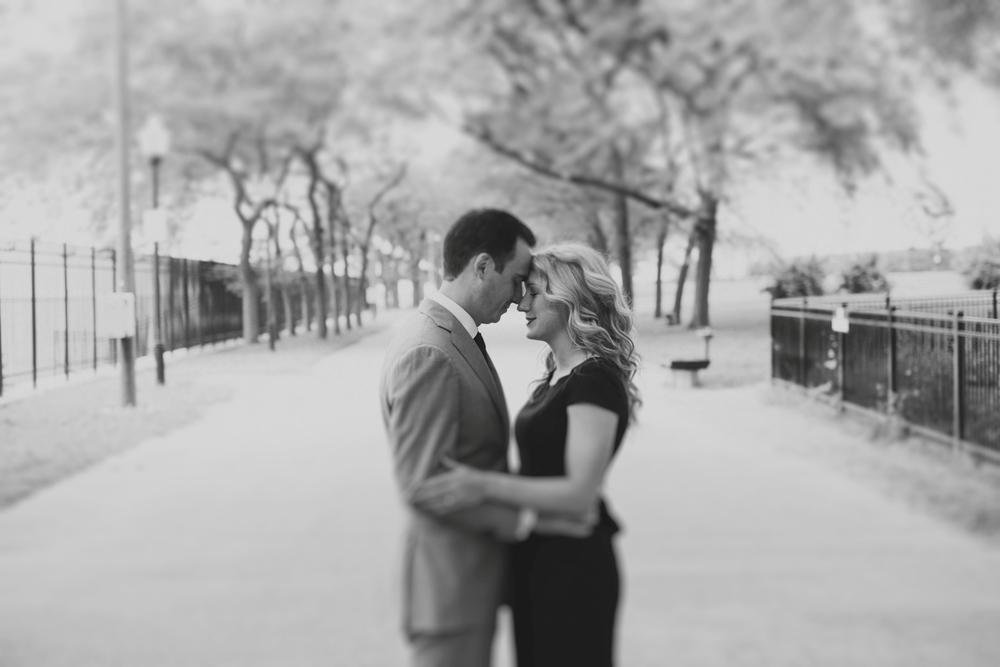 Downtown-Chicago-Engagment-Photography-008.jpg