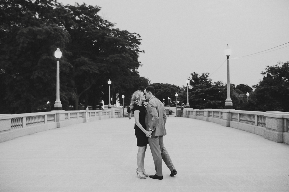 Downtown-Chicago-Engagment-Photography-063.jpg