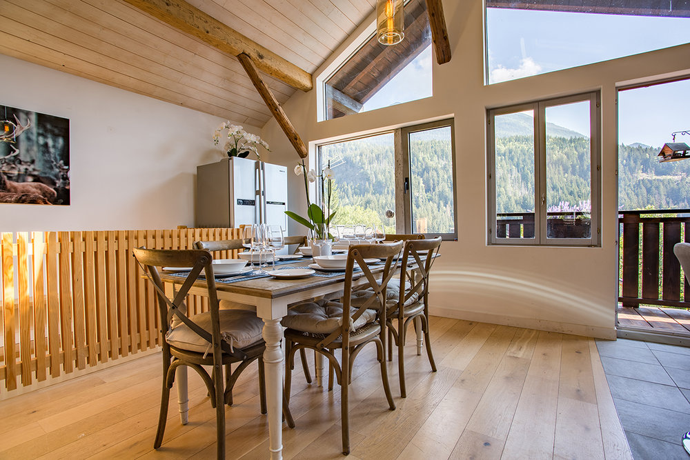 chalet-forestiere-dining.jpg