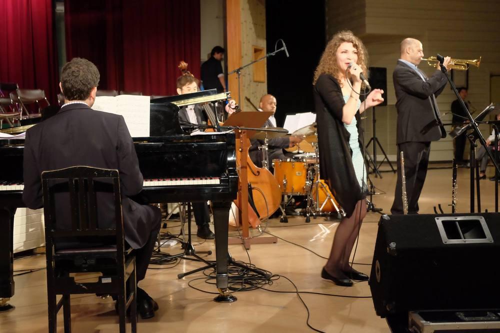 New York Jazz Expressway in Higashikawa 2014. ニューヨーク・ジャズ・エクスプレスウェイIN東川、2014年。