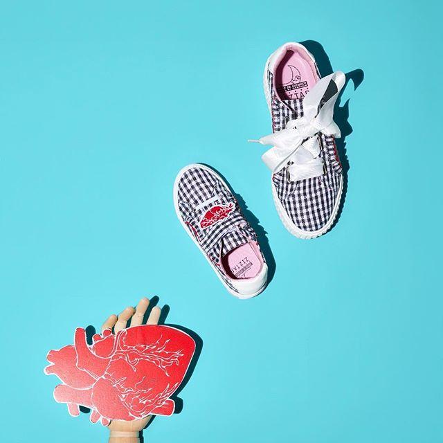 - House of Avenues x Ziztar Black & white style🔳 #hkfashion#fashionfootwear#sneaker#ziztar#style#ootd#trend#playful#hkdesign#shoes#ss18#houseofavenues#womensfashion#womensshoes#highfashion#luxury#lifestyle
