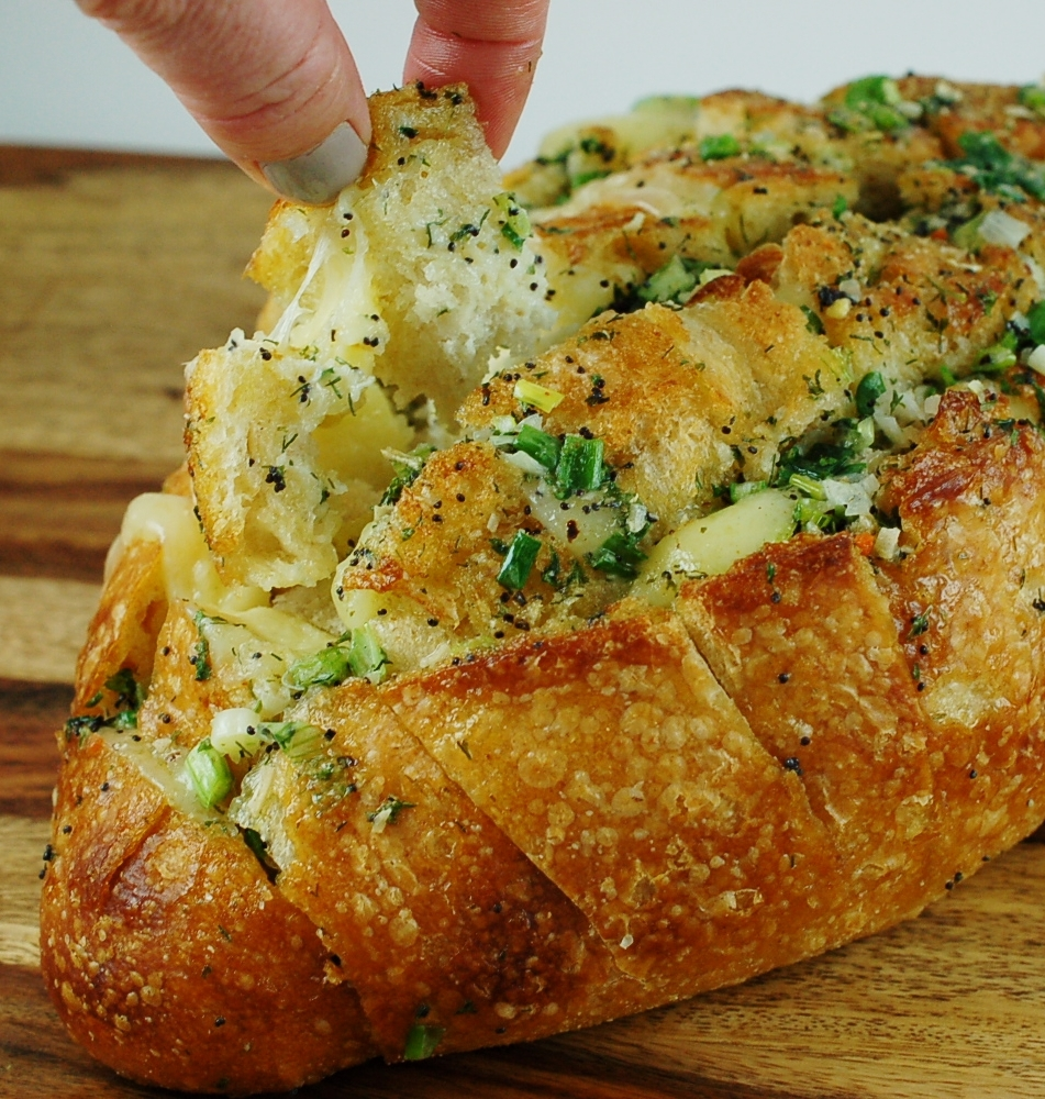 Cheesy Havarti Dill Pull-Apart Bread Recipe