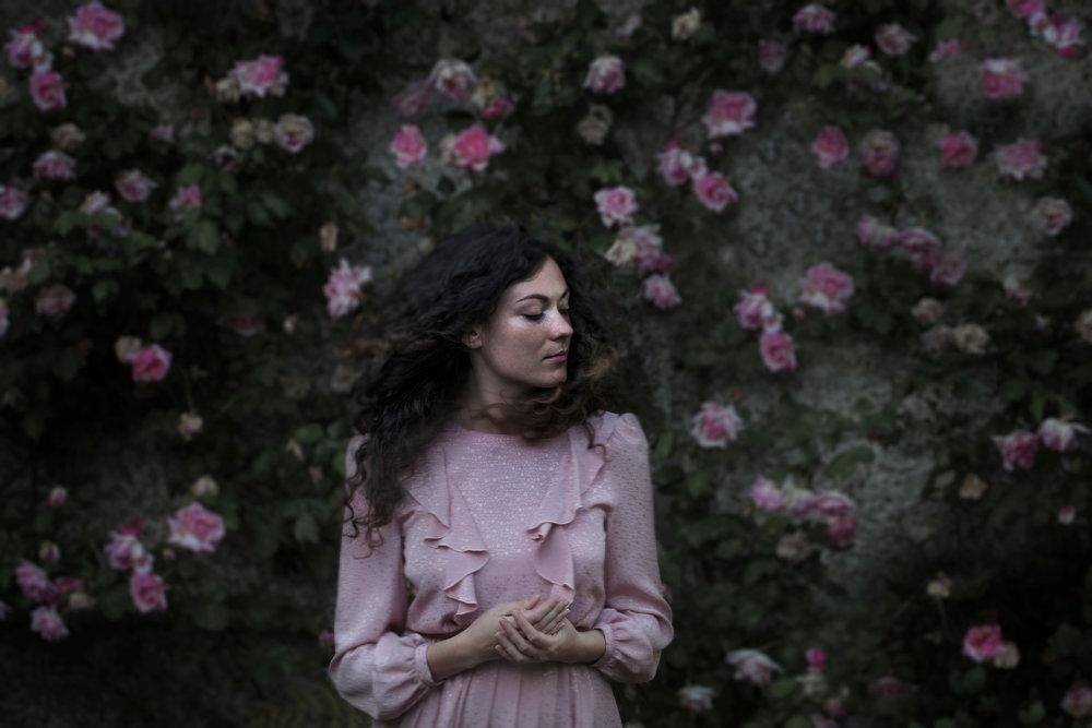 portrait-conceptual-girl-flowers-spring-sara-correia-photography.jpg
