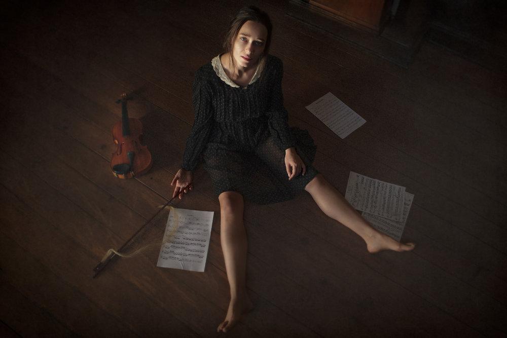 portrait-conceptual-girl-violin-sara-correia-photography.jpg