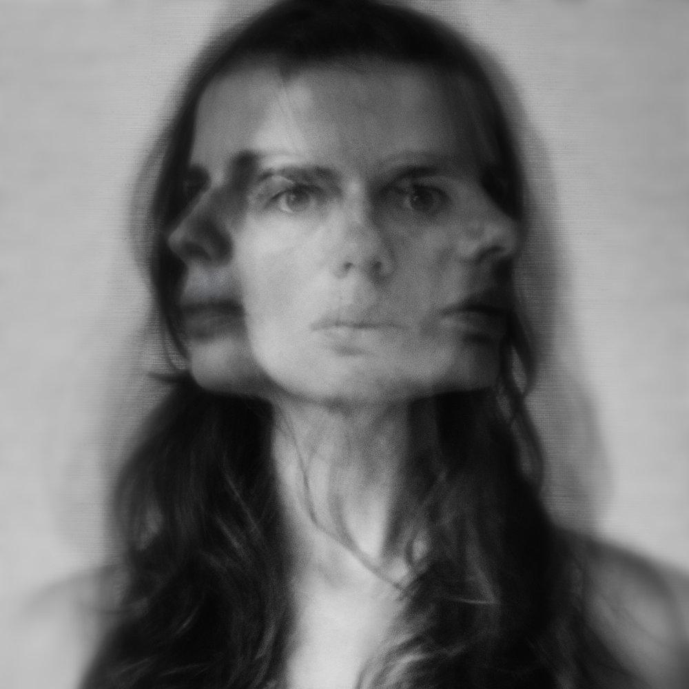 portrait-conceptual-long-exposure-sara-correia-photography.jpg