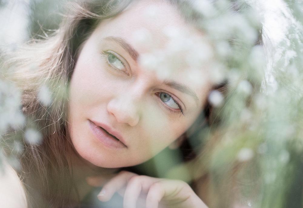 portrait-spotlight-girl-natura-sara-correia-photography.jpg