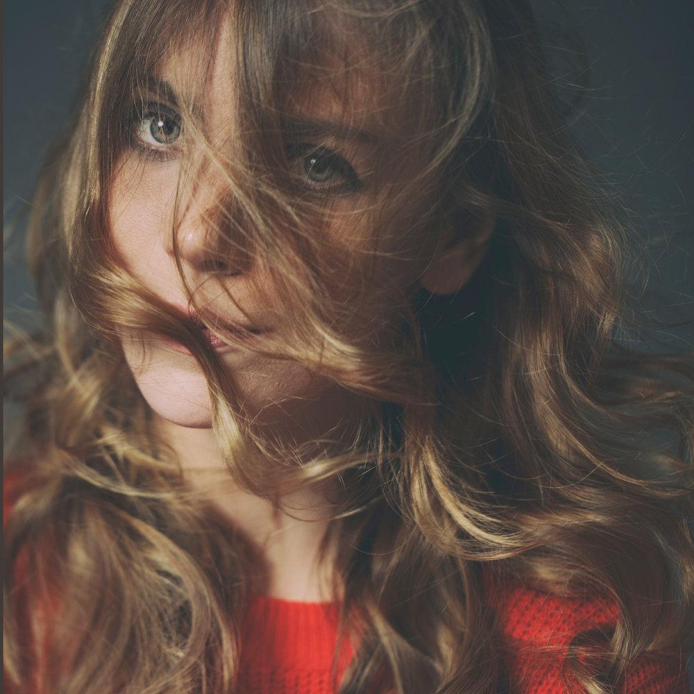 portrait-spotlight-hair-eyes-sara-correia-photography.jpg