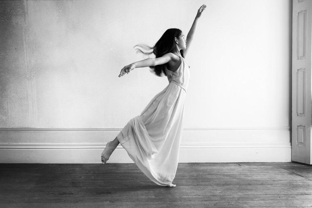 portrait bnw dancer sara correia photography003.jpg
