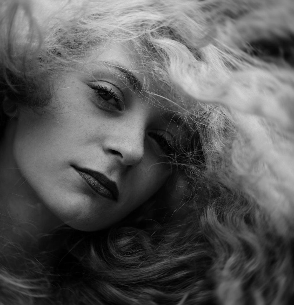 sara-correia-photography-B&W-Lea-hair.jpg