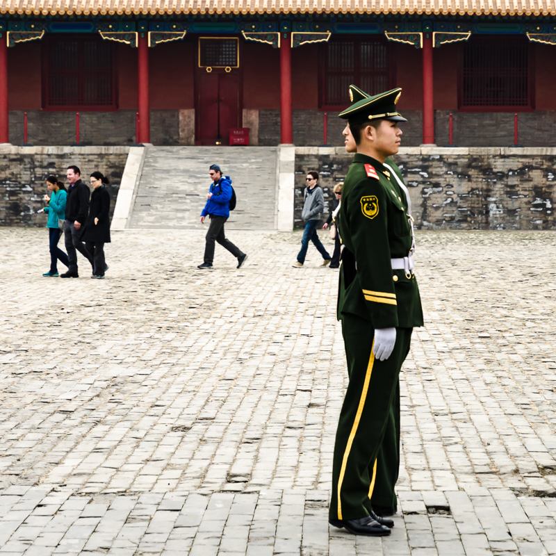 Two guards inside the Forbidden City. © jwamsterdam.com