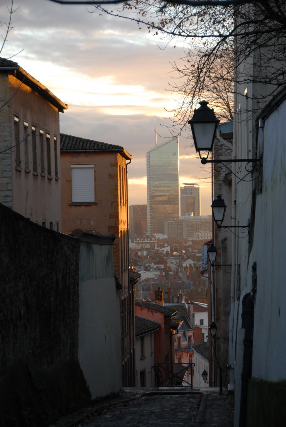 Moderne Lyon from la colline de Fourvière at sunrise