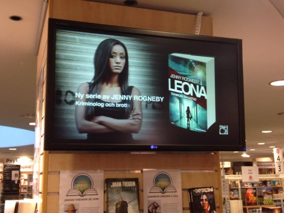 Leona i butik2.jpg