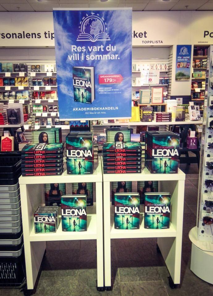 Leona i butik3.jpg