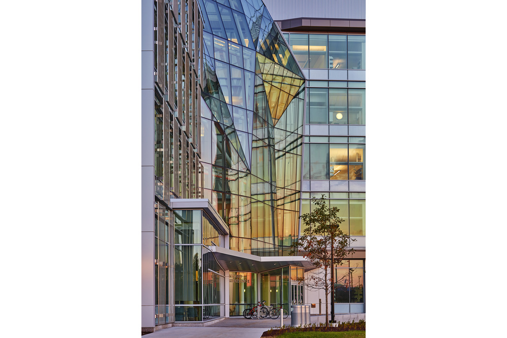 Robert Benson Photography. Goody Clancy, University of Massachusetts Boston, Integrated Sciences Complex. Professional Architectural Photographer.