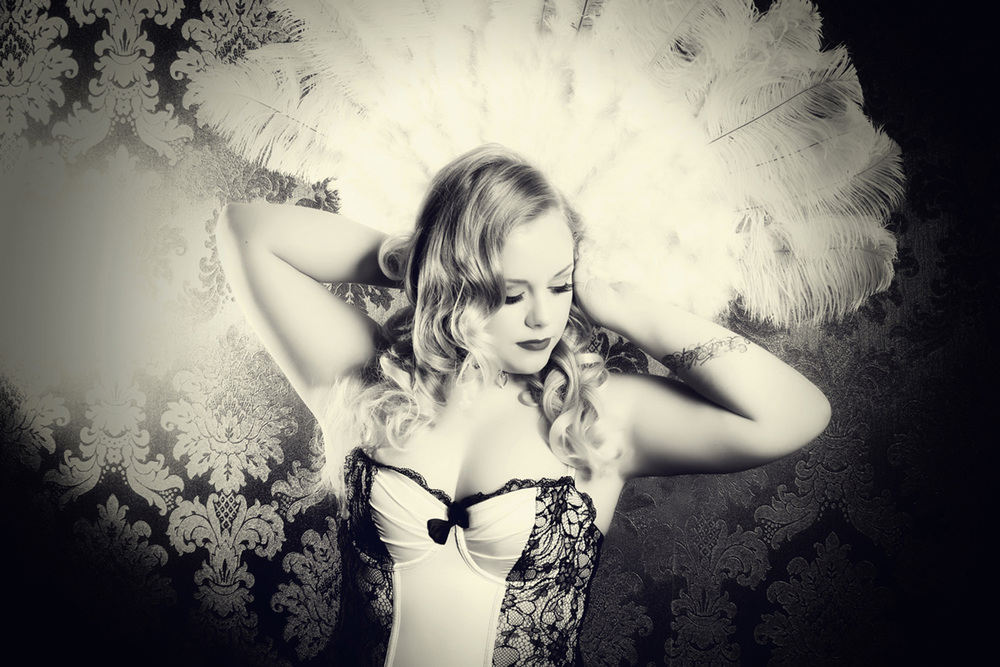 vintage-photography-feathers-burlesque-manchester.jpg