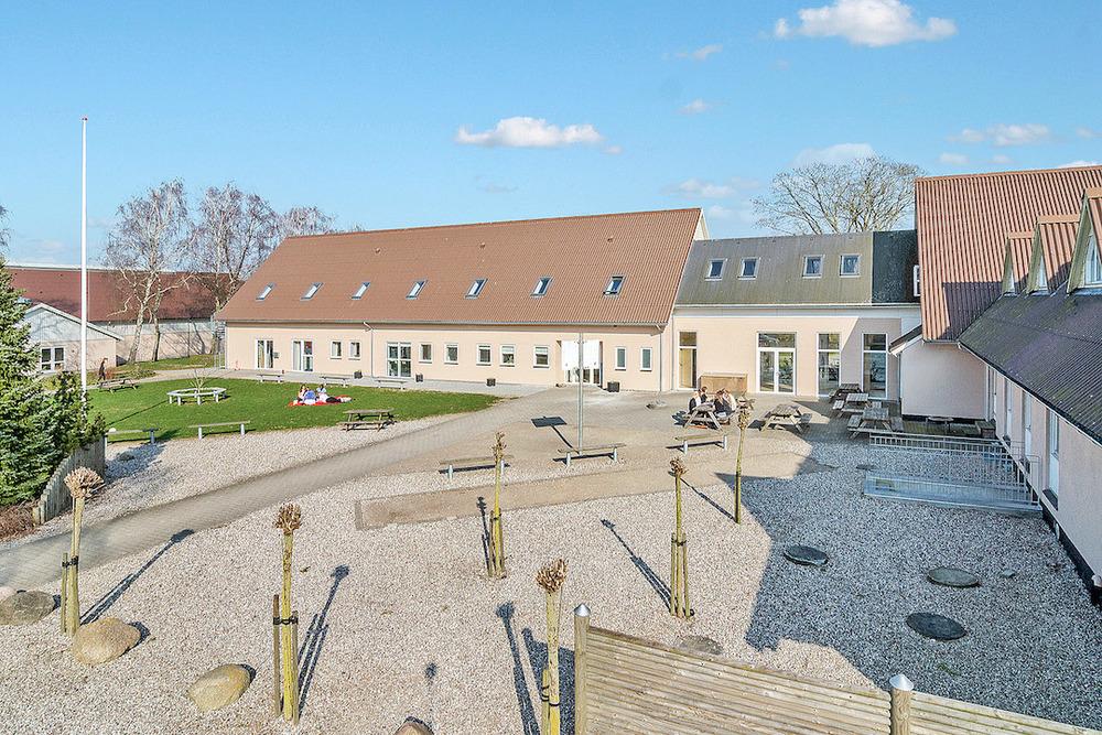 Indgangspartiet til Skovbo Efterskole