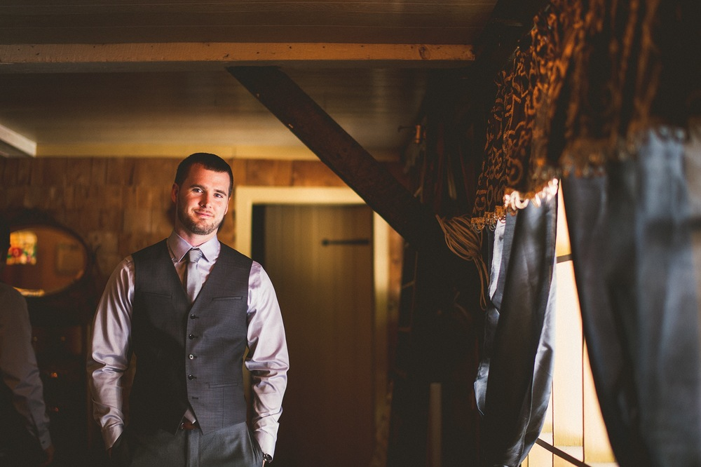 26-groom-at-jacks-barn.jpg