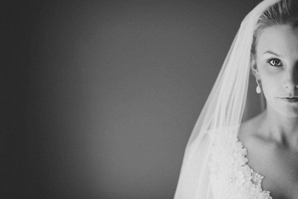 08-serious-bride.jpg