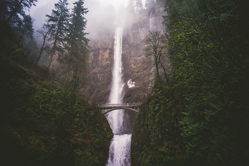 multnomah-falls-engagement.jpg