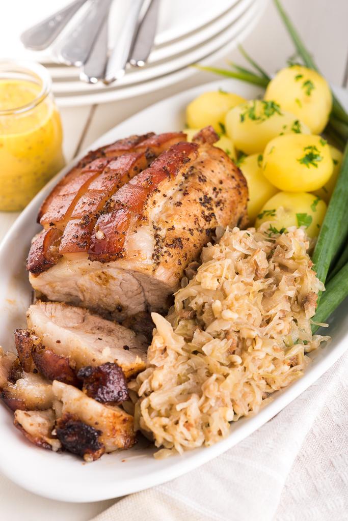 Seapraad mulgikapsaga. Pork roast with sauerkraut