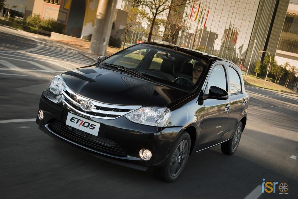 toyota etios platinum hatchback 11+%28A+WEB%29