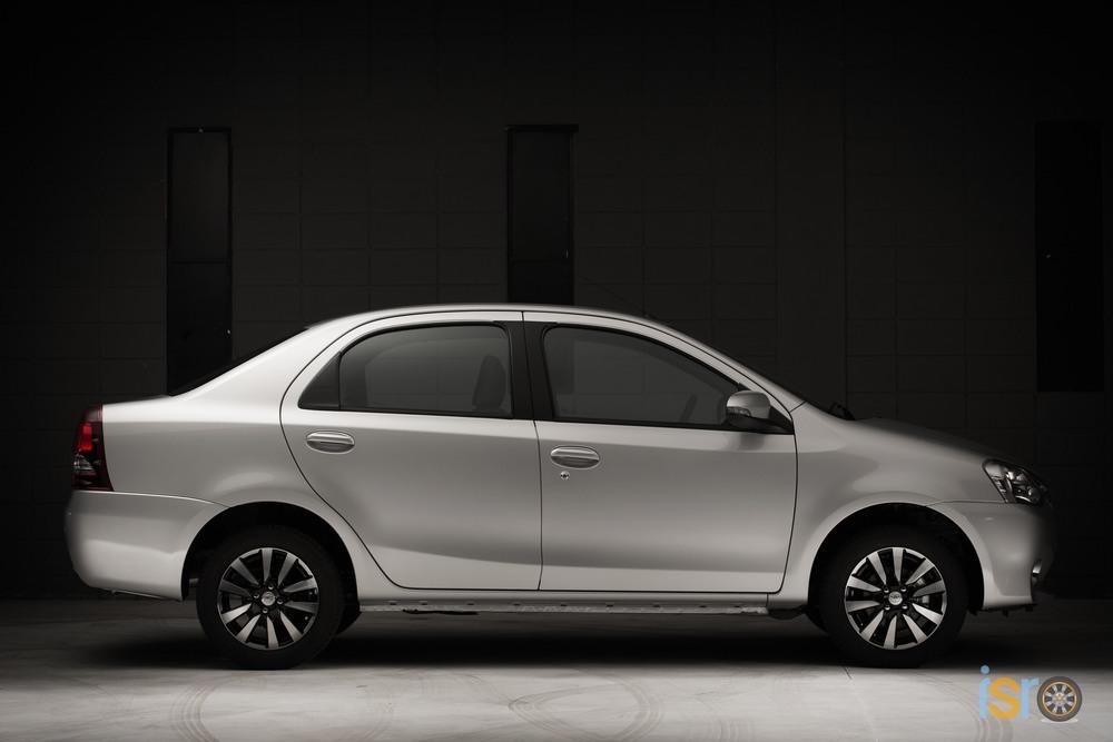 toyota etios platinum sedan 4+%28A+WEB%29
