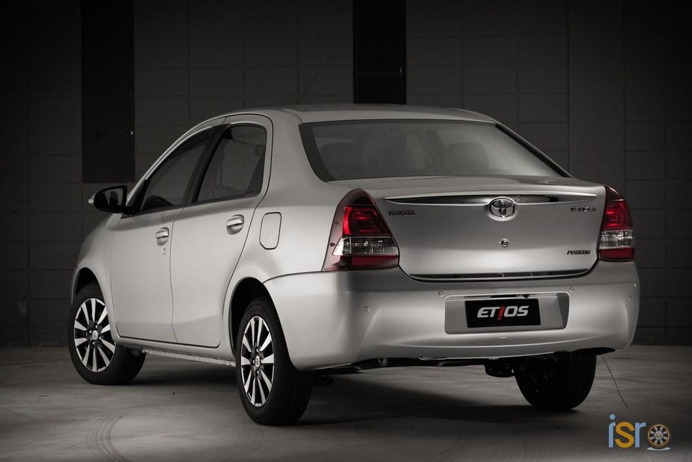 toyota etios platinum sedan 6+%28A+WEB%29