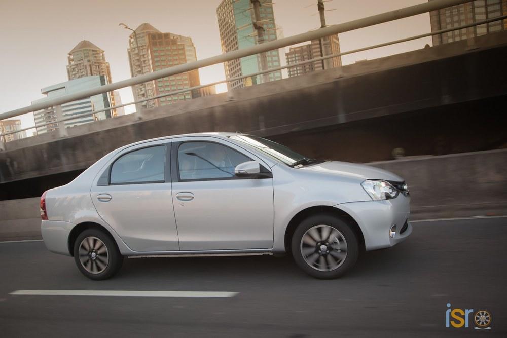 toyota etios platinum sedan 9+%28A+WEB%29