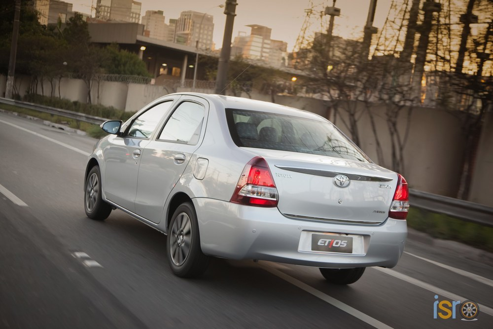 toyota etios platinum sedan 12+%28A+WEB%29