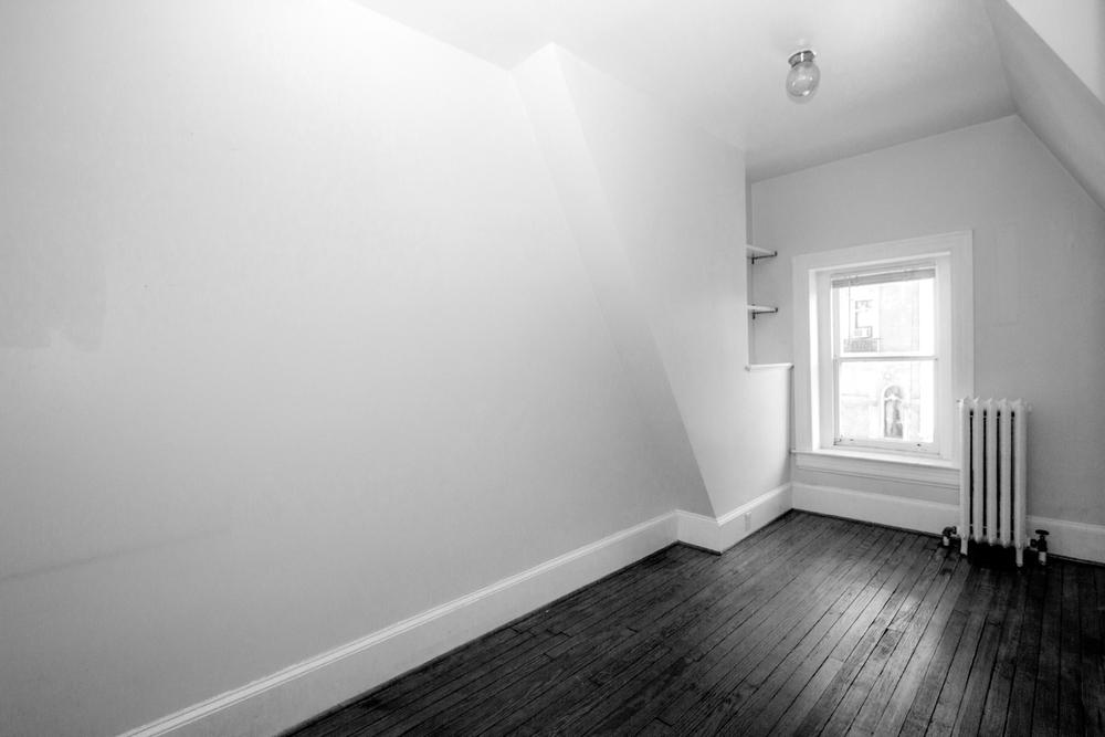 1512 unit 4 small room.jpg