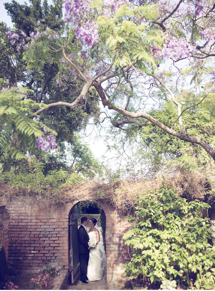 bride and groom kissing in brick doorway, San Diego Wedding Photography, Shewanders wedding photography
