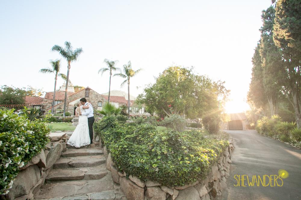 SHEWANDERS.weddings.2012115