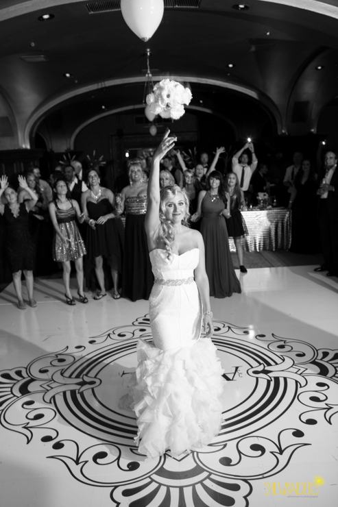 bouquet toss, us grant hotel wedding photography, san diego wedding photography, shewanders wedding photography
