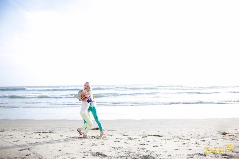 shewanders, shewanders photography, beach, sisters