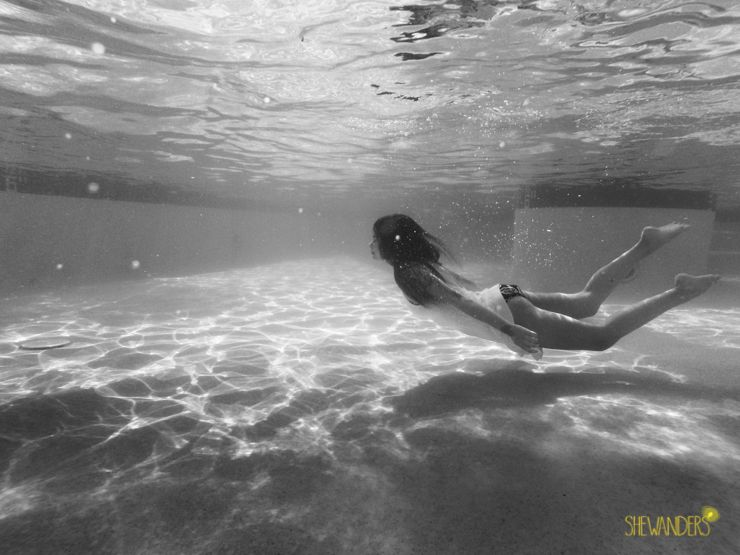 underwater photography black and white