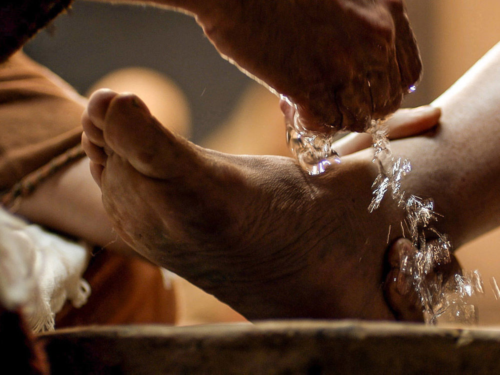 004-jesus-washes-feet.jpg