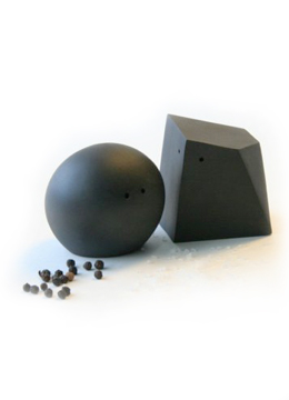 salt-and-pepper-shakers-black.png