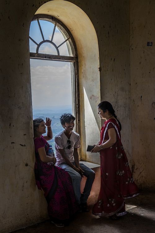 Teenagers on a day off from school.  They got together and visit the castle, hang out and talk.  Jodhpur.