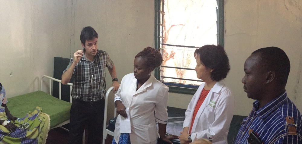 Dr. Michael advising staff on the treatment strategy for the woman who is HIV positive.