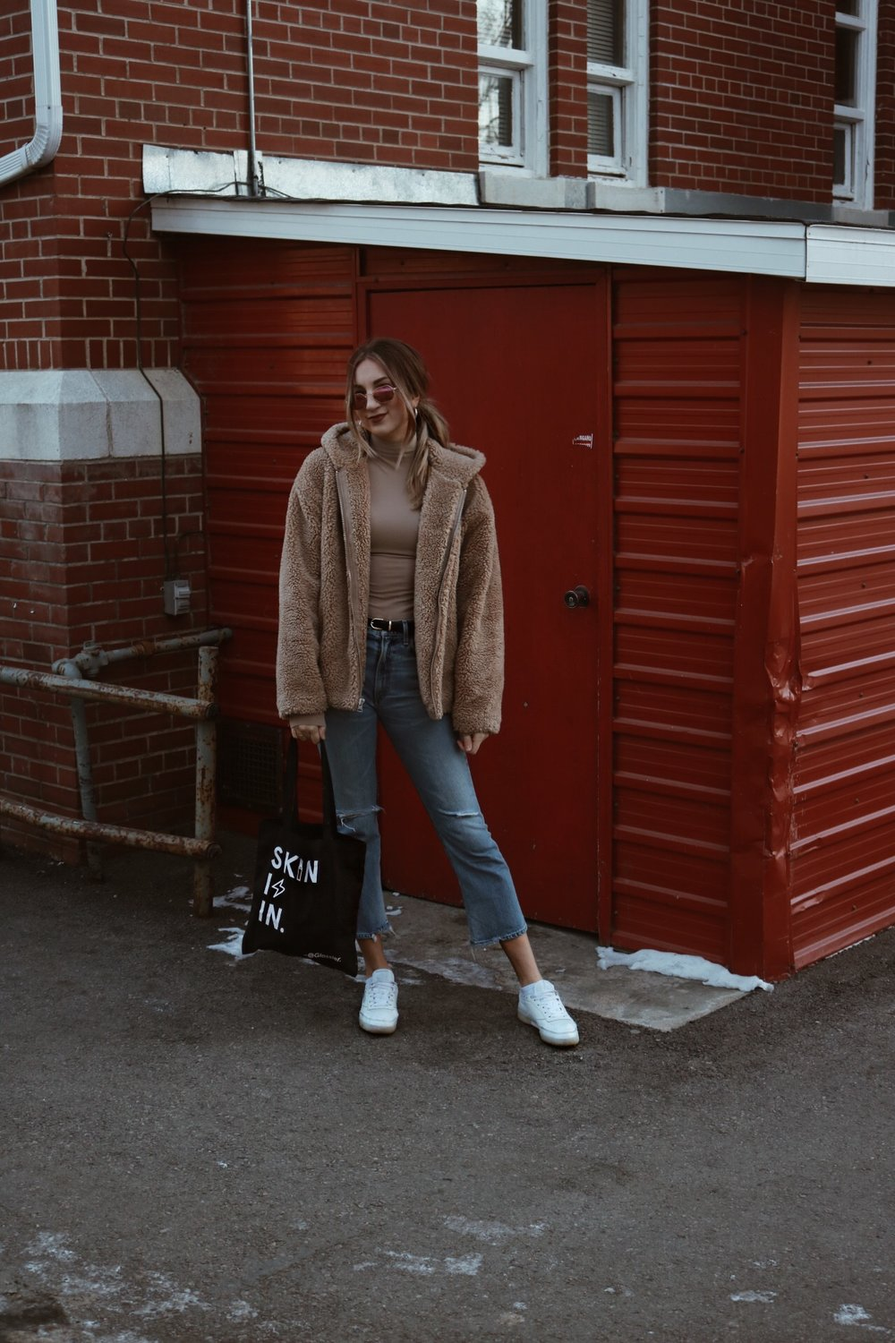 teddy coat aritzia blogger brittany laurens brittanylauren lauren brittanylaurens canada blogger youtuber citizens of humanity estella glossier rayban