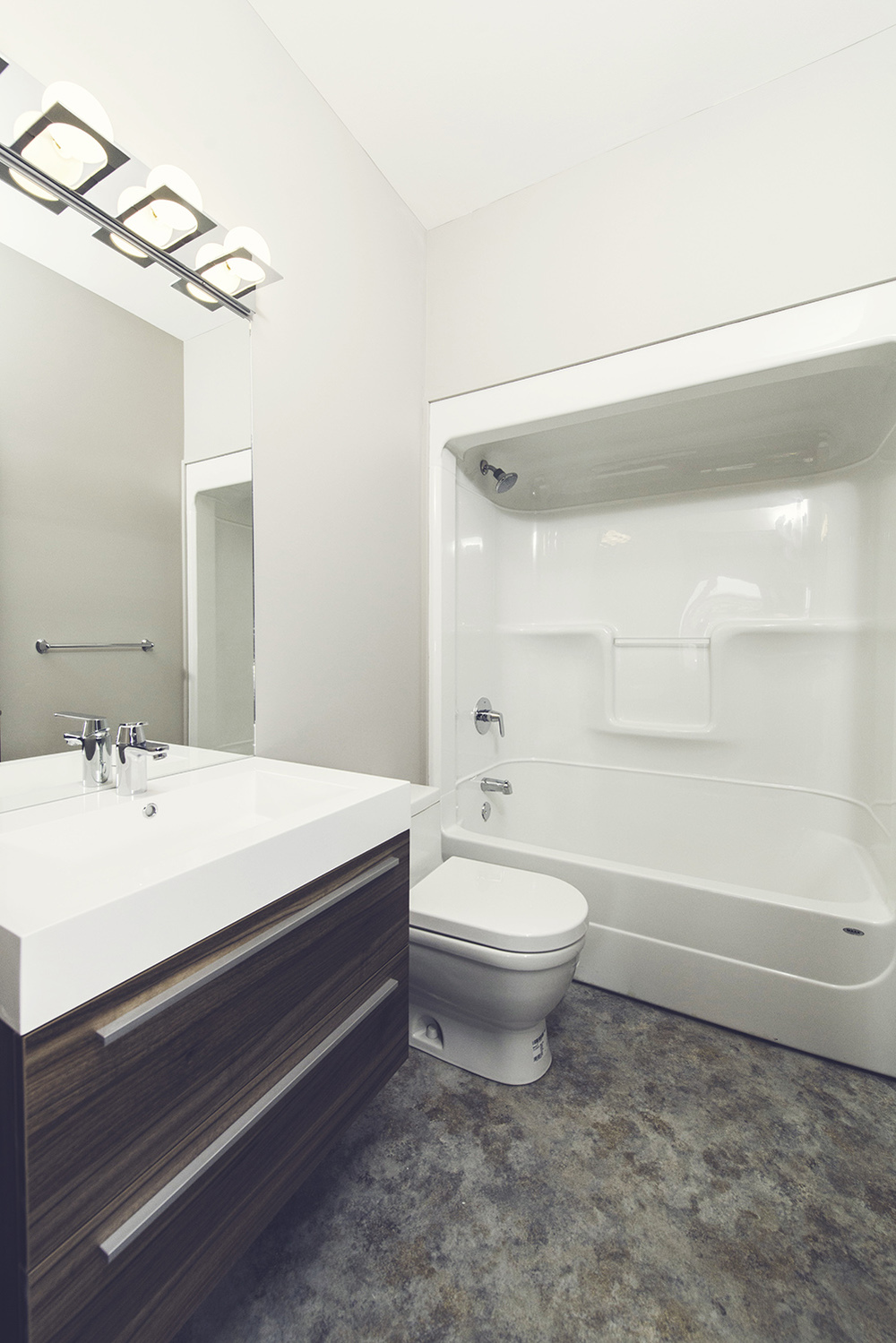 145_marine_drive_MLS_HID785469_ROOMbathroom-SM.jpg