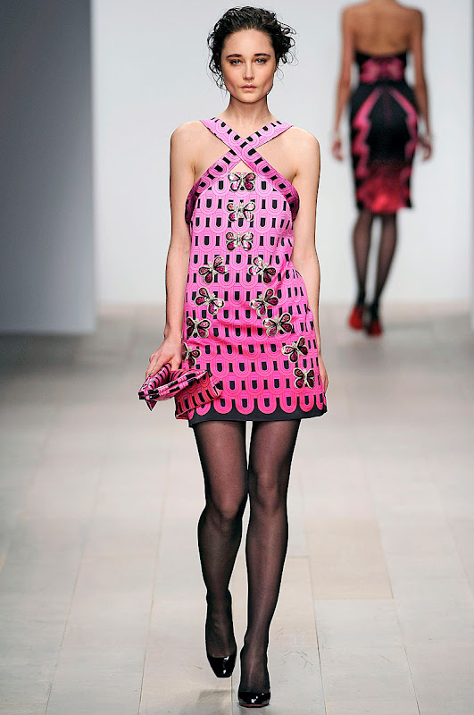 holly-fulton-rtw-fw2012-runway-05_123801491492.jpg