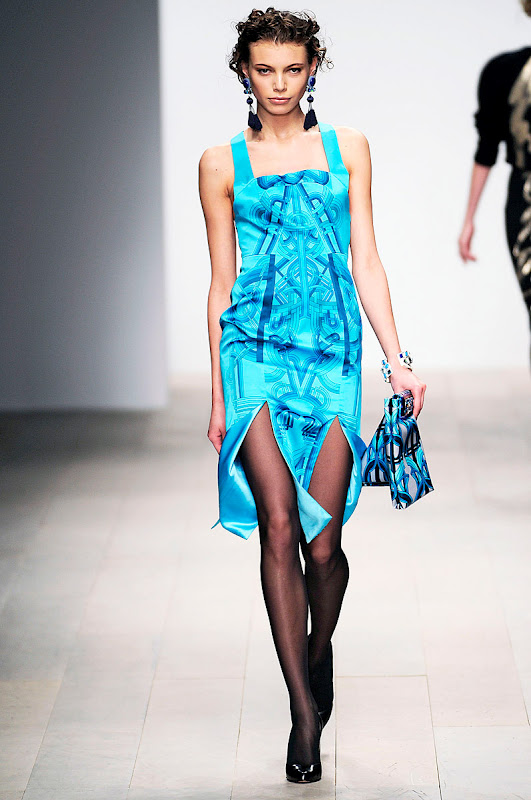 holly-fulton-rtw-fw2012-runway-14_123808908906.jpg